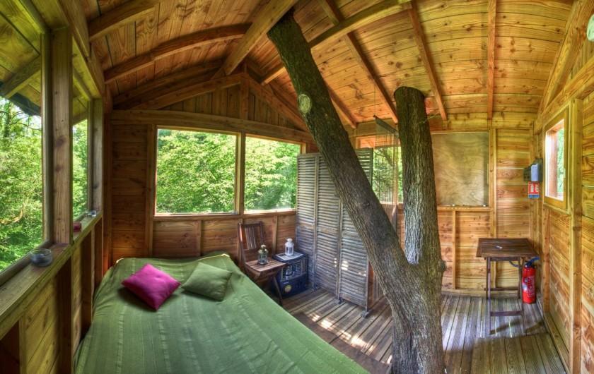 Location de vacances - Cabane dans les arbres à Signy-l'Abbaye - La Canopée avec un grand angle