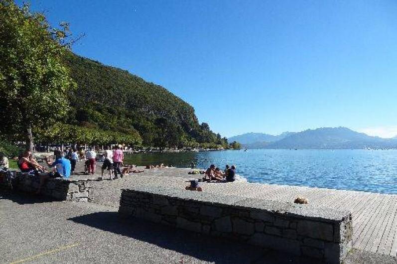 Location de vacances - Appartement à Annecy-le-Vieux - alentour proche de la location (promenade bord du lac)