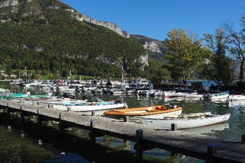 Location de vacances - Appartement à Annecy-le-Vieux - alentour proche de la location (petit port)