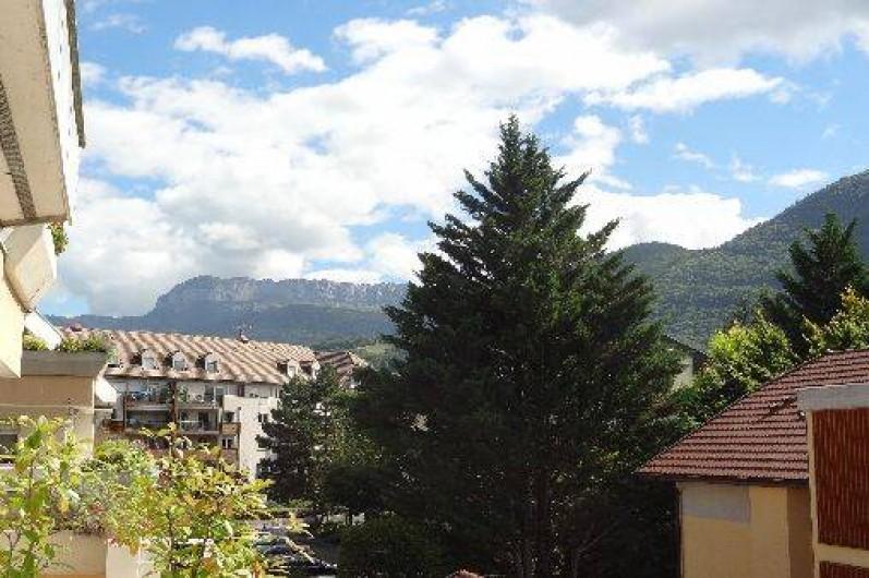 Location de vacances - Appartement à Annecy-le-Vieux - vue depuis terrasse avec Le Parmelan à gauche