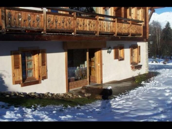 Location de vacances - Appartement à Combloux - Vue extérieure. Terrasse, entrée indépendante.