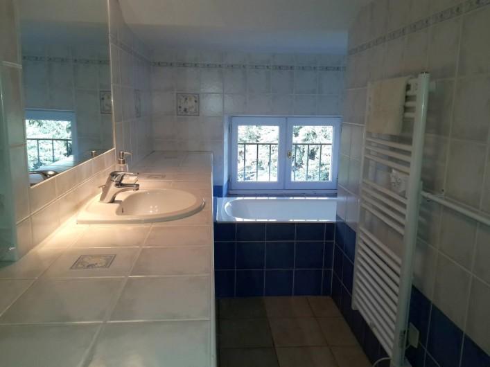 Location de vacances - Appartement à La Londe-les-Maures - Salle de bain.