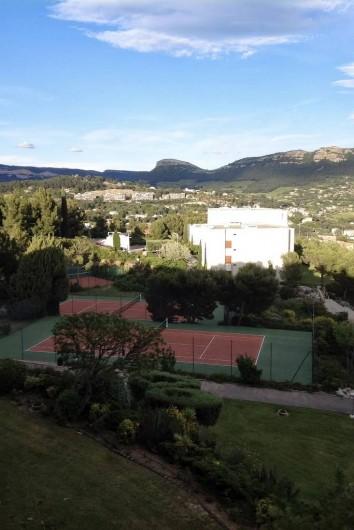 Location de vacances - Appartement à Cassis - Les courts de tennis