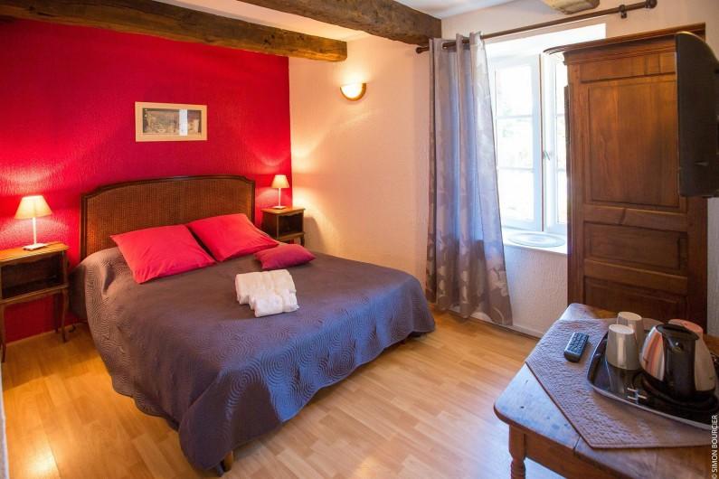 Location de vacances - Chambre d'hôtes à Saint-Méloir-des-Ondes - La chambre Surfinia, chambre double avec salle de bain et Wc dans la chambre.