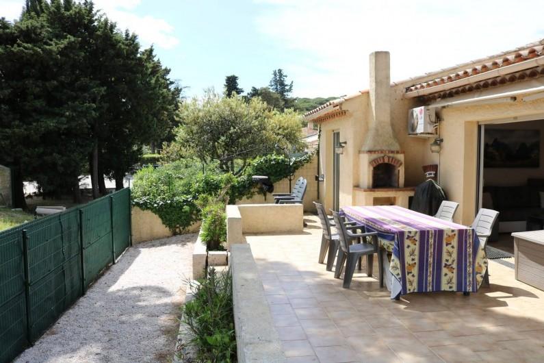 Location de vacances - Villa à Sainte-Maxime - La terrasse / jardin