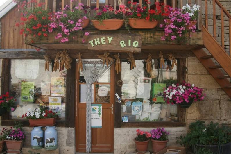 Location de vacances - Gîte à Sorans-lès-Breurey - Magasin They-Bio en face du gite