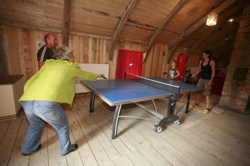 Location de vacances - Gîte à Sorans-lès-Breurey - Ping-pong de la salle de jeux