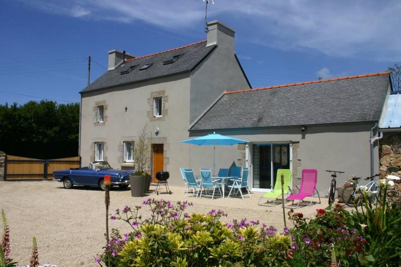 Location de vacances - Gîte à Lanildut - Cour intérieure au gite .Balade en voiture ancienne proposée durant votre séjour