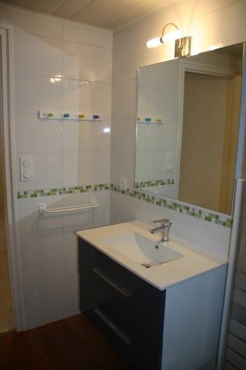 Location de vacances - Gîte à Lanildut - Salle d'eau avec wc du premier étage
