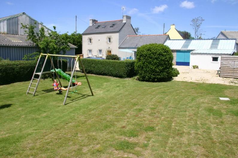 Location de vacances - Gîte à Lanildut - Structure de jeux dans un jardin clos .