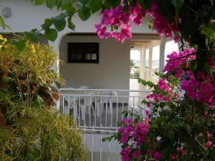 Location de vacances - Villa à Les Anses-d'Arlet - Vue sur terrasse et Véranda