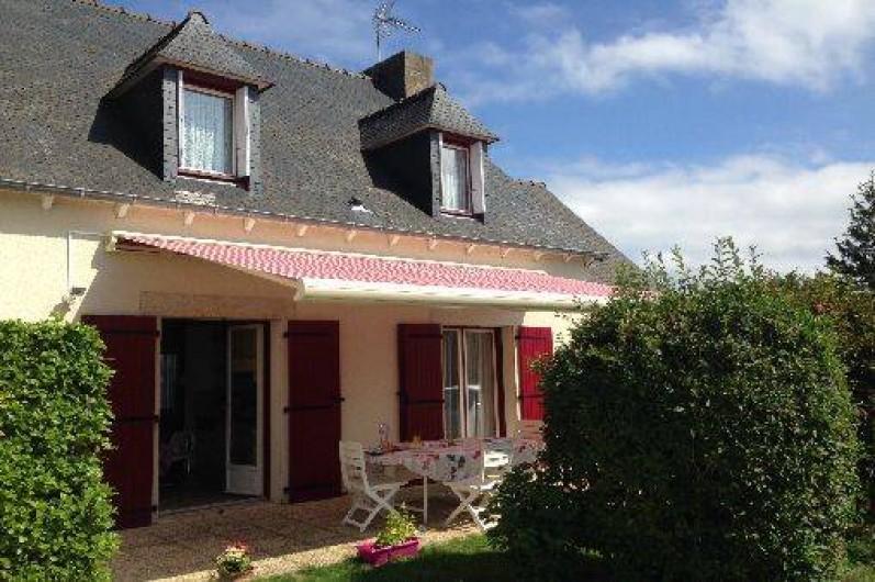 Location de vacances - Maison - Villa à Pléneuf-Val-André - Terrasse ouvrant sur cuisine et salons. Les fruits de mer n'attendent que vous !