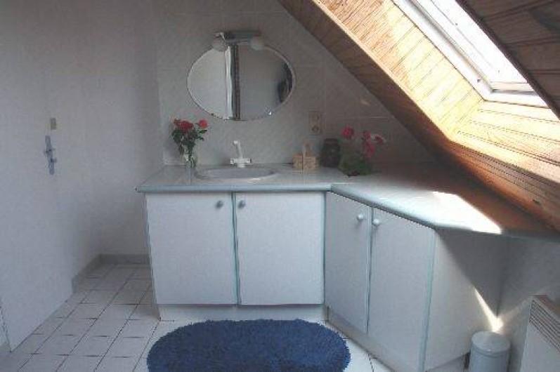 Location de vacances - Maison - Villa à Pléneuf-Val-André - au 1er étage, grande salle de douche baignée de lumière