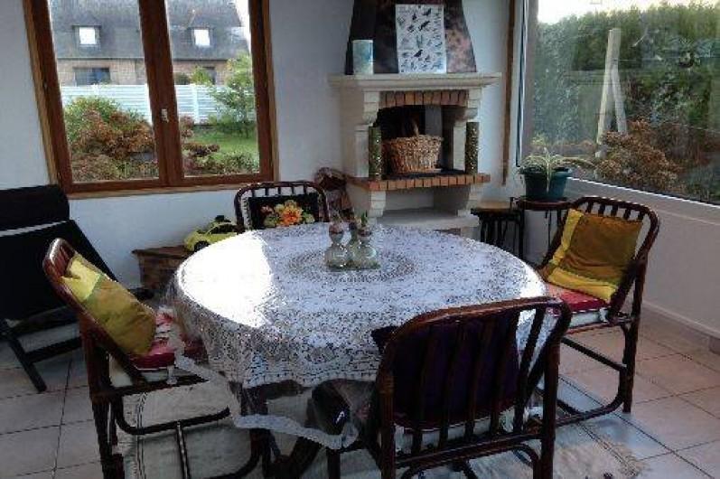 Location de vacances - Maison - Villa à Pléneuf-Val-André - une véranda qui donne sur le jardin. Extra pour un petit déjeuner ensoleillé