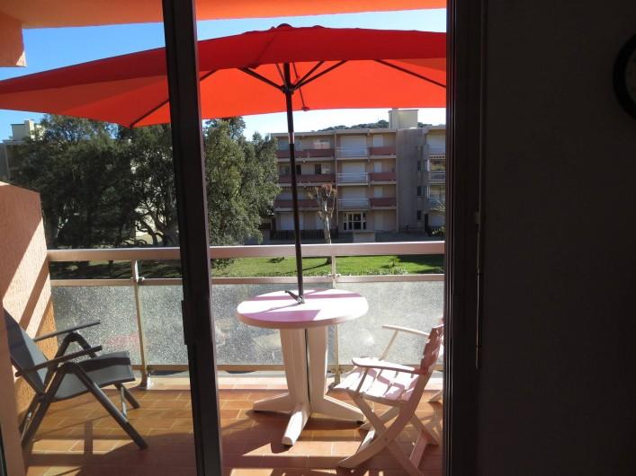 Location de vacances - Studio à La Favière - terrasse avec parasol