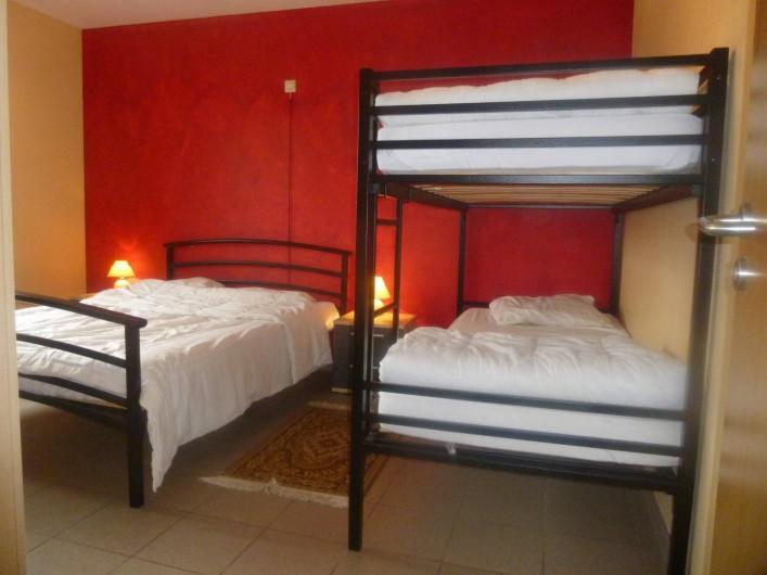 Location de vacances - Gîte à Stavelot - Chamnbre pour 4 personnes + 1 lit bébé