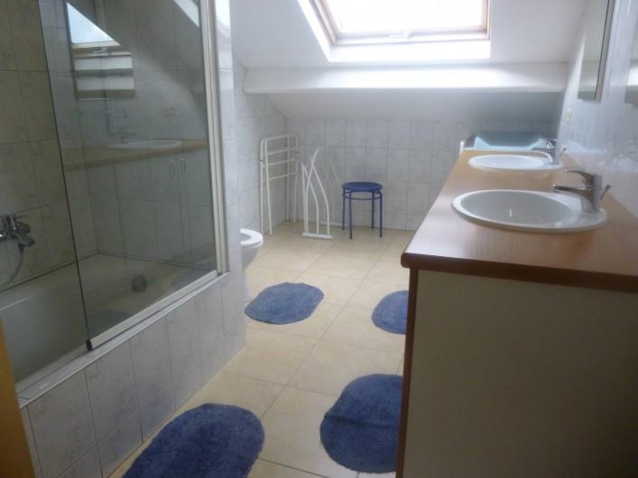 Location de vacances - Gîte à Stavelot - salle de bain /douche
