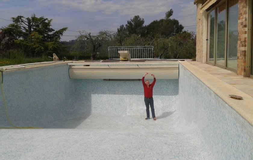 Location de vacances - Villa à Grasse - La grande piscine lorsqu'elle est vide!