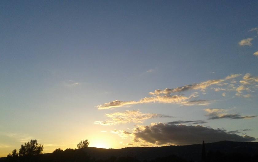 Location de vacances - Villa à Grasse - Beau coucher de soleil depuis le premier étage