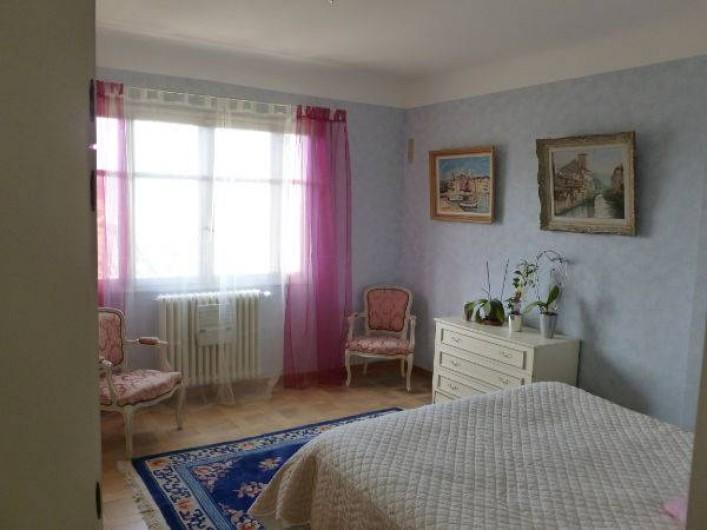 Location de vacances - Villa à Grasse - La chambre bleue - 1er étage