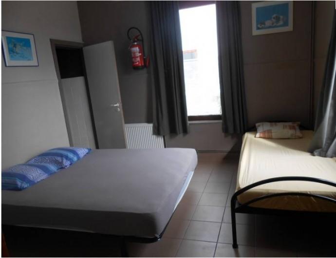Location de vacances - Gîte à Dinant - Les petites chambres  de 2 à 4 personne ont un lit double
