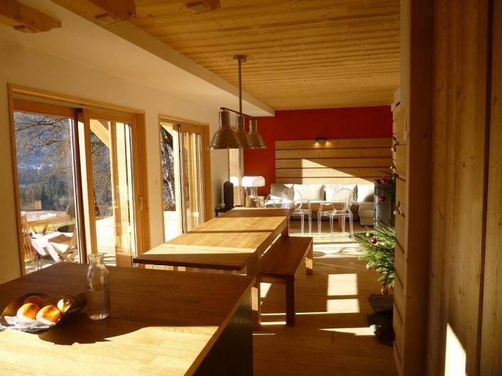 Location de vacances - Appartement à Samoëns - La piece a vivre baignée de lumière