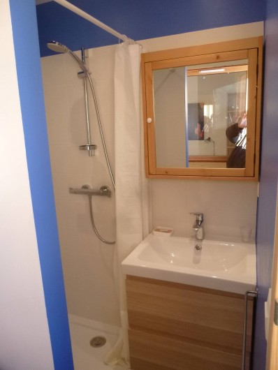 Location de vacances - Appartement à Samoëns - Cabinet de toilettes particulier pour les chambres parents .