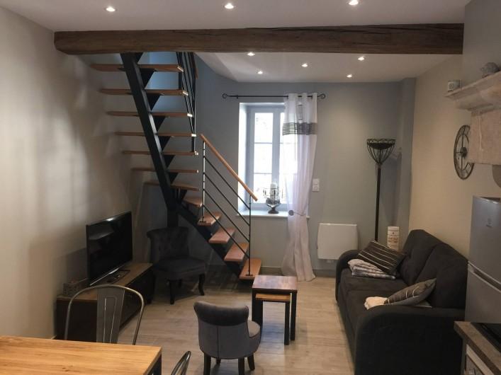 Location de vacances - Gîte à Meursault - Salon avec un canapé convertible 2 personnes .