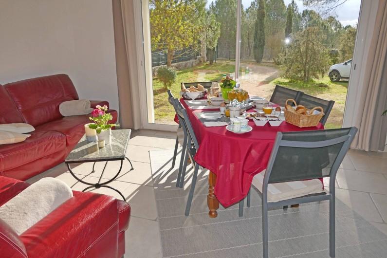Location de vacances - Gîte à Vidauban - Le petit déjeuner de la chambre d'hôte