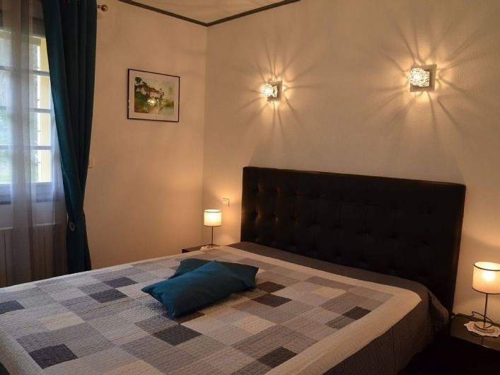 Location de vacances - Gîte à Prats-de-Carlux - Chambre avec lit de 160 (literie en excellent état)
