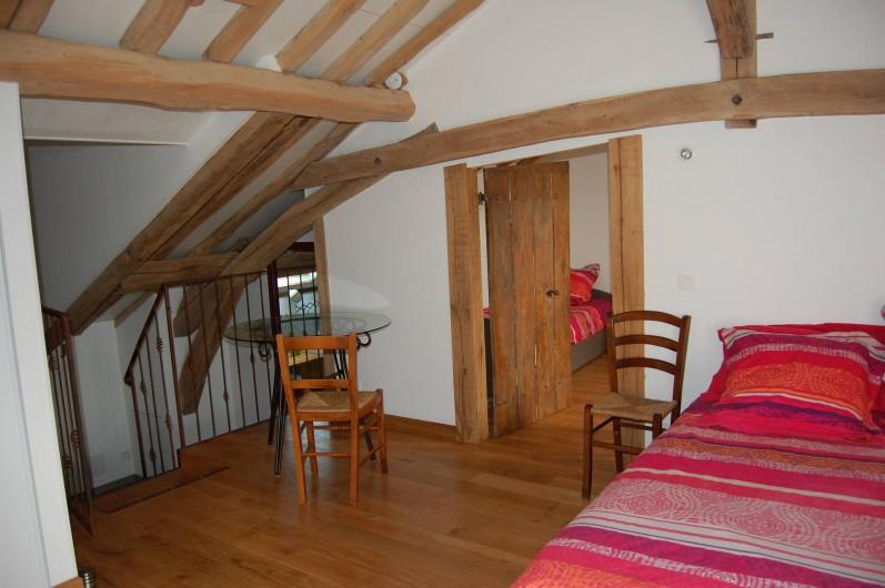 Location de vacances - Chambre d'hôtes à Landes-le-Gaulois - Suite Familiale Va-Nu-Pieds, pièce principale avec lit double