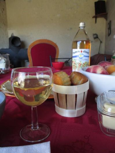 Location de vacances - Chambre d'hôtes à Landes-le-Gaulois - Petits déjeuners à base de pâtisseries et confitures maison et produits locaux