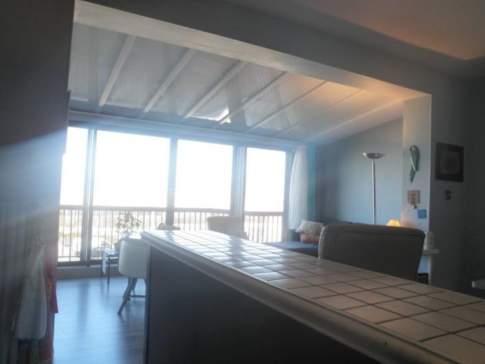 Location de vacances - Appartement à Le Touquet-Paris-Plage - La cuisine de l'intérieur ,rassurez vous on voit la mer ( mauvais photographe )