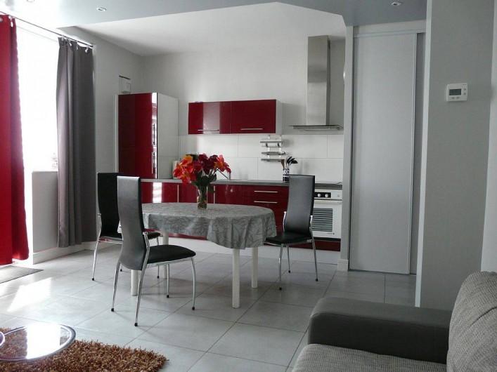 Location de vacances - Appartement à Saint-Malo - four, micro-ondes, frigo avec case congel, lave vaiss, lave ling