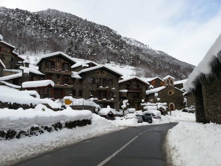 Location de vacances - Appartement à Llorts - village sous la neige
