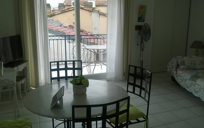 Location de vacances - Appartement à Cannes - Séjour avec canapé dépliable