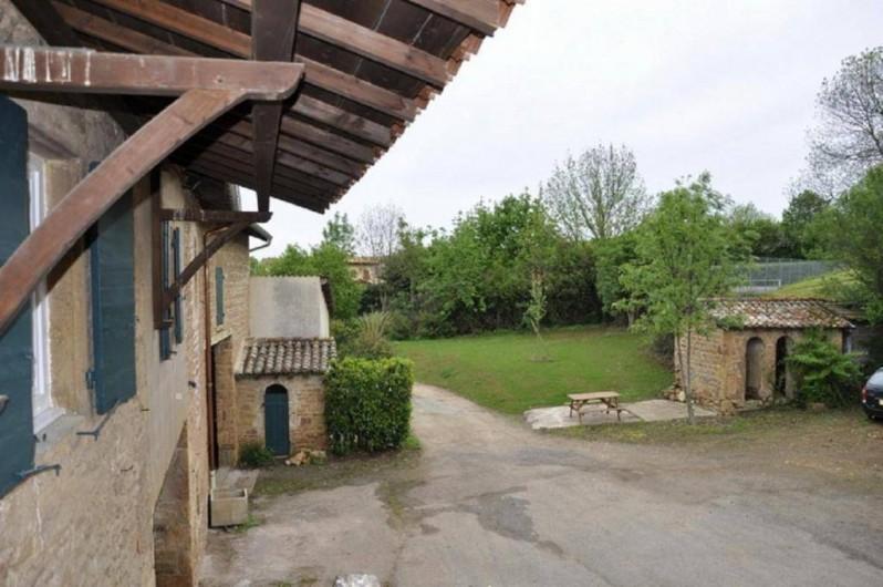 Location de vacances - Gîte à Saint-Julien - La vue du gîte Le Vigneronnage au Château du Jonchy à St Julien 69 (France)