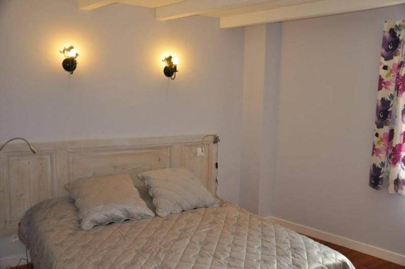 Location de vacances - Gîte à Saint-Julien - La chambre Couture duVigneronnage  au Château du Jonchy à St Julien dans le Rhôn