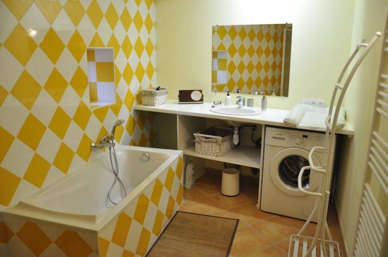 Location de vacances - Gîte à Saint-Julien - Une salle de bain avec douche du Vigneronnage   à St Julien dans le Rhône