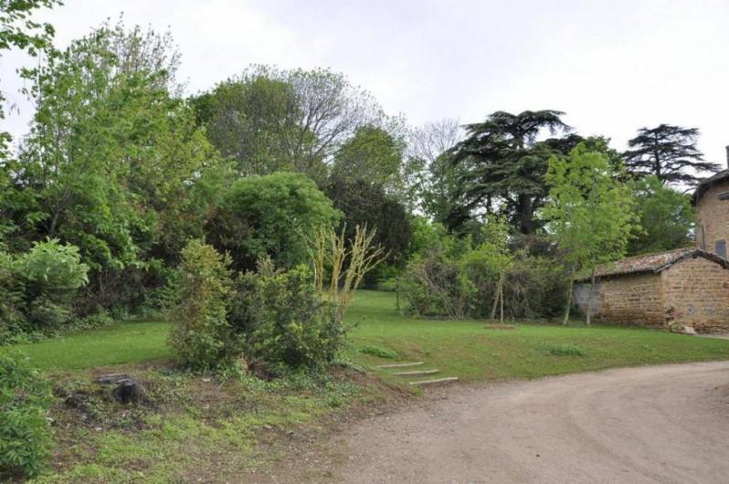 Location de vacances - Gîte à Saint-Julien - Le jardin du Vigneronnage au Château du Jonchy à St Julien dans le Rhône France