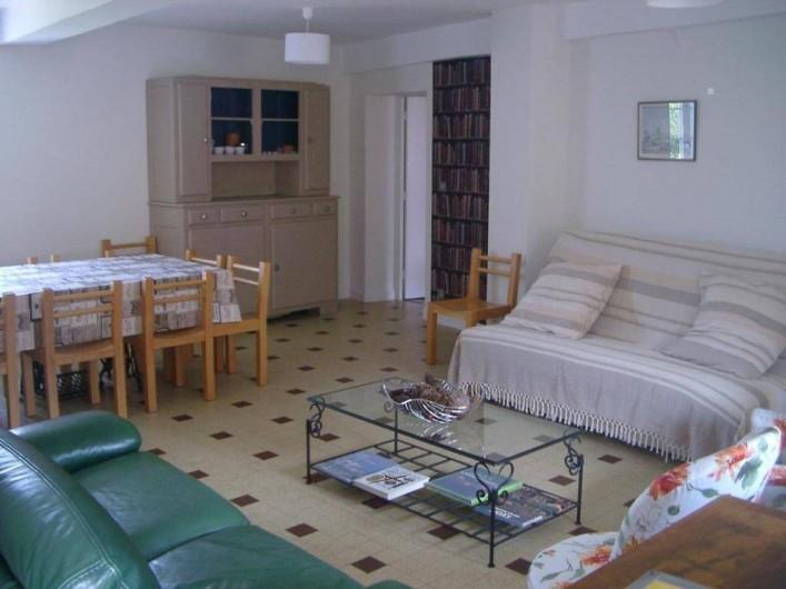Location de vacances - Gîte à Saint-Julien - Le séjour du Vigneronna  au Château du Jonchy à St Julien dans le Rhône (France)