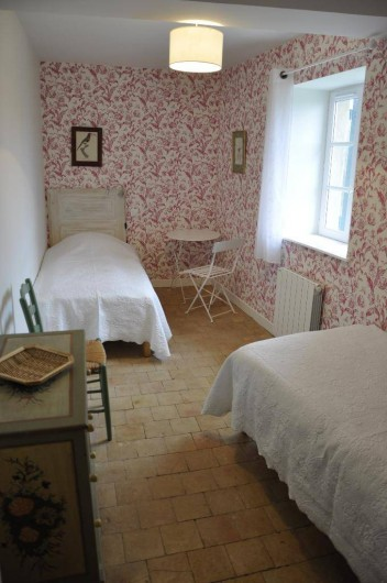 Location de vacances - Gîte à Saint-Julien - La chambre Aux oiseaux du Vigneronna  au Château du Jonchy à St Julien 69 France