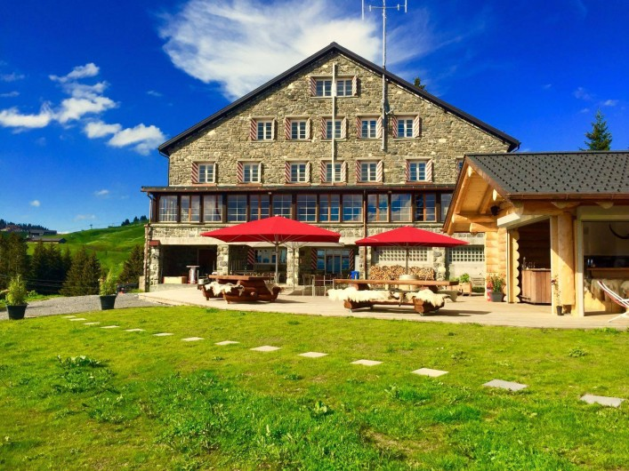 Location de vacances - Hôtel - Auberge à Villars-sur-Ollon - Terrasse, restaurant et bar extérieur