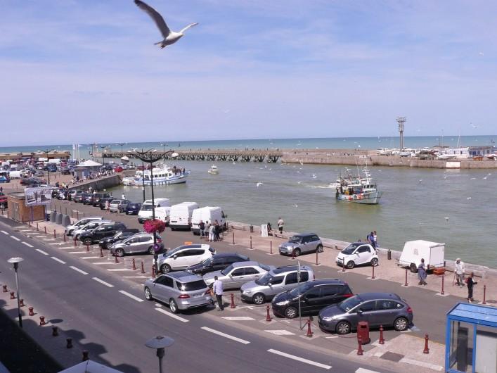 Location de vacances - Appartement à Le Tréport - Vue sur le quai