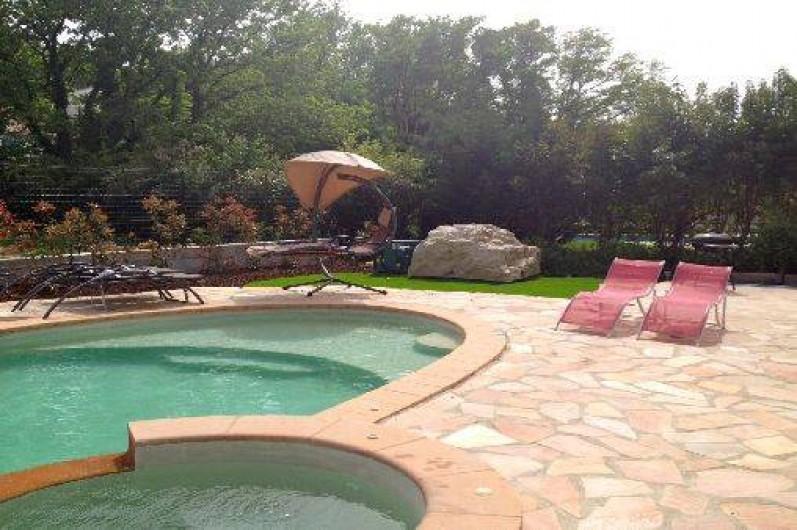 Location de vacances - Villa à Lorgues - grande terrasse bien équipée