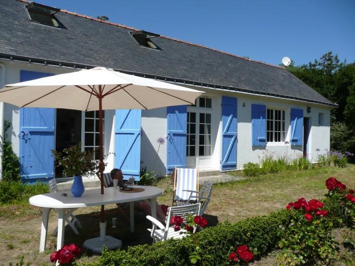 Location de vacances - Villa à Carnac - Facade sud donnant sur le jardin .