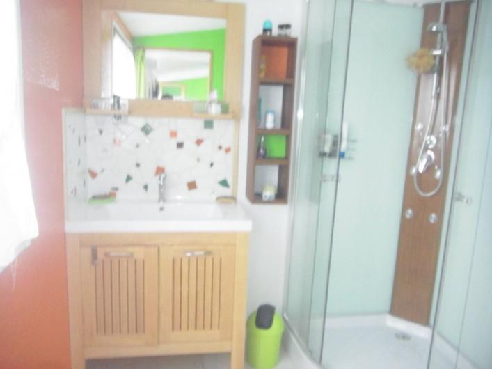 Location de vacances - Bungalow - Mobilhome à Plouhinec - Salle d'eau chalet