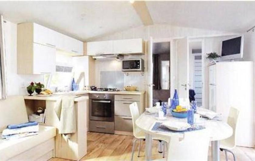 """Location de vacances - Camping à Saint-Germain-sur-Ay - Mobil-home """"Flores"""" 3 chambres"""
