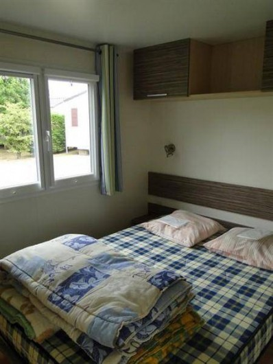 """Location de vacances - Camping à Saint-Germain-sur-Ay - Mobil-home """"Flores"""" 2 chambres"""