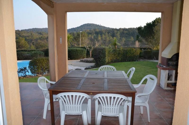 Location de vacances - Villa à Saint-Raphaël - loggia et barbecue